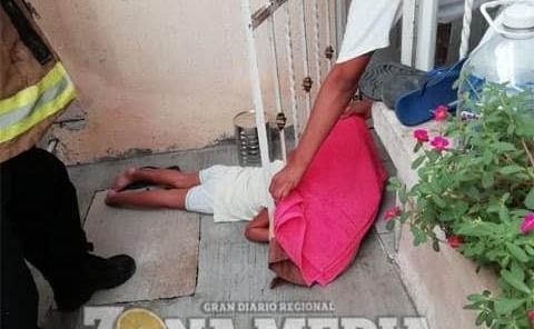 Bebé rescatada entre barrotes