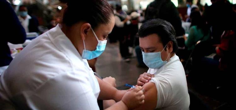 Inicia vacunación para mayores de 30 años