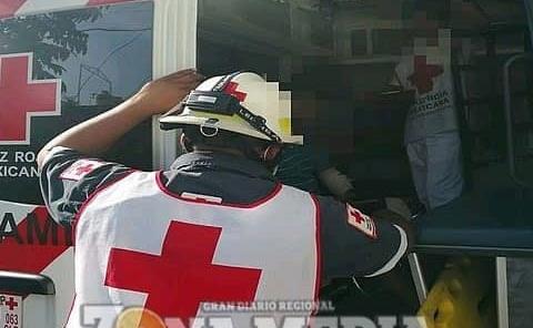 Paramédicos atendieron a mujer en el mercado