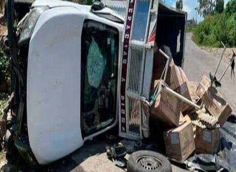 Camioneta sufrió aparatoso choque