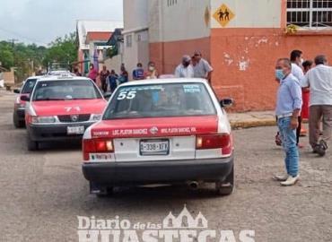 Taxistas se quejan por falta de pasaje