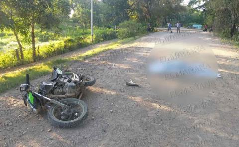 ¡Motociclista muerto!