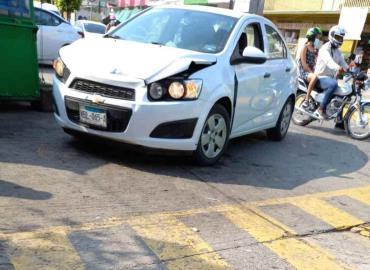 Chocan autos en el Boulevard