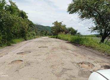 Piden reparación  total de carretera
