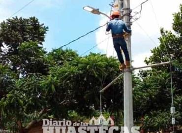 Dan mantenimiento al alumbrado público