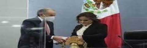 Carreras entregó VI informe de Gobierno