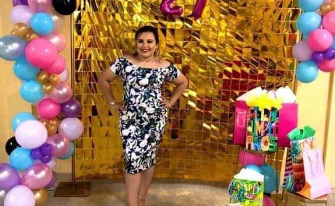 Flores y pastel a Rocío Juárez