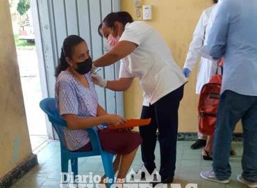 Aplicó vacuna AztraZeneca