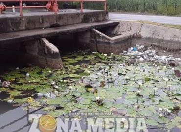 Más basura en canales de riego