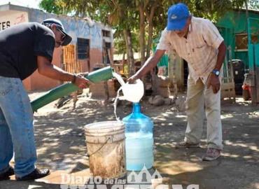 CAEV lleva agua en pipas a las colonias