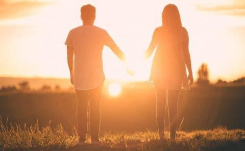 Luz solar aumenta pasión romántica en los humanos