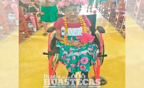 Doña Juanita a  sus 100 años un  ejemplo de vida
