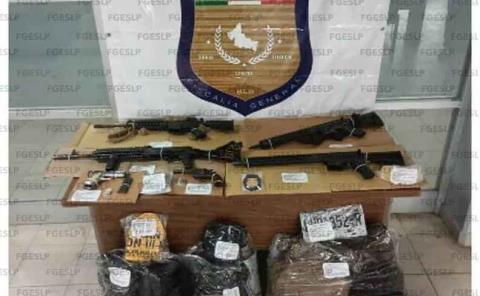 Armas y equipo táctico decomiso la fiscalía