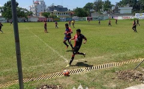 Rejillas un peligro para futbolistas