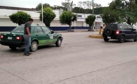 Taxi chocó vs. una camioneta