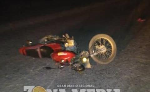 Motociclista herido derrapó en camino