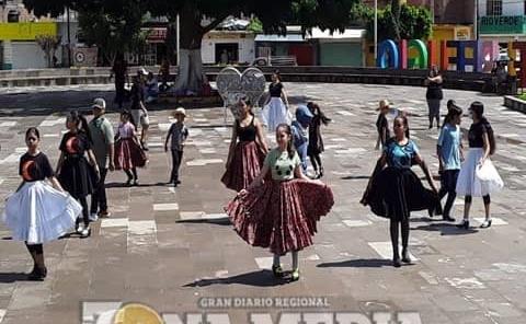 Grupo folclórico celebra fiestas