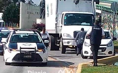 Choca camión contra estación de Tuzobús
