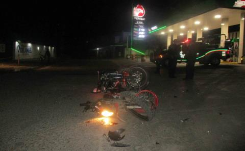 Deja choque de motos heridos graves en La Quintachilla