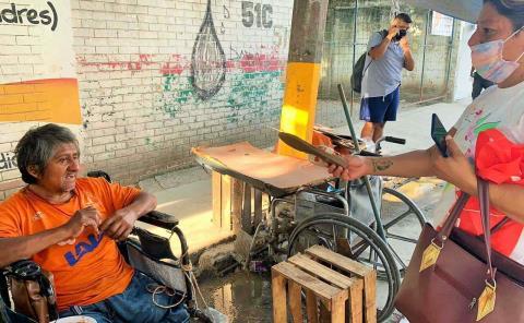 Discapacitado pide que le den trabajo
