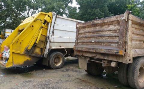Por diversas fallas camiones varados