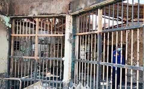 Incendio en cárcel deja 41 muertos