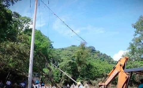 Rehabilitando línea eléctrica y de agua