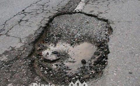 Urge intervención de SOPOT en carretera