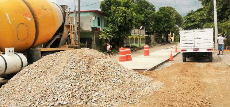 Retrasan obras y afectan a vecinos