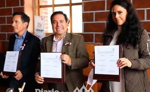 Firman convenio para uso  de marca Hidalgo Mágico