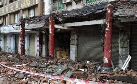 Terremoto deja tres muertos y 60 heridos