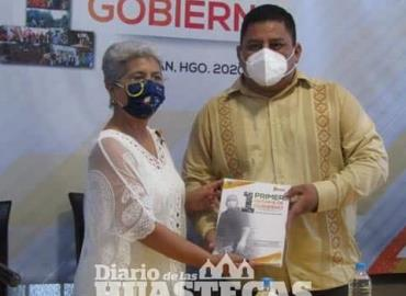 Alcalde otorga informe de trabajos a los ciudadanos