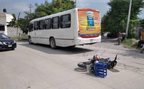 Motociclista chocó contra un autobús