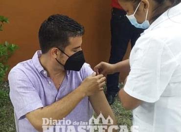 Vacunan a los jóvenes