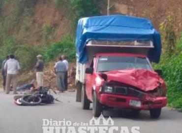 Motociclista chocó contra camioneta