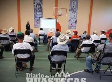 Ayuntamiento capacitó a productores de ganado