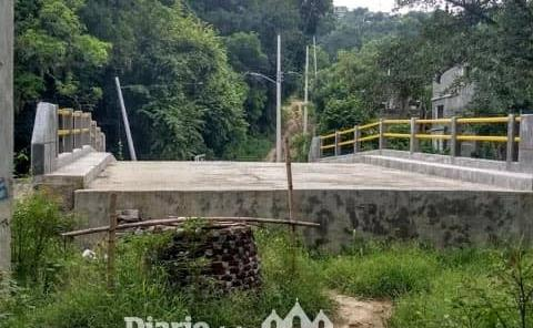 Piden terminar puente peatonal