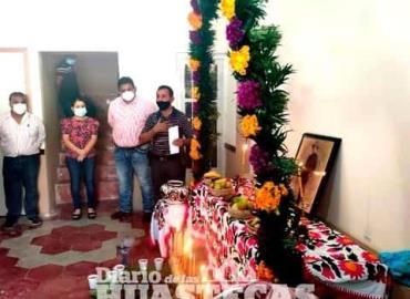 Llevan a cabo la ofrenda a San Miguel