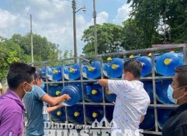 Ayuntamiento entregó agua potable a familias