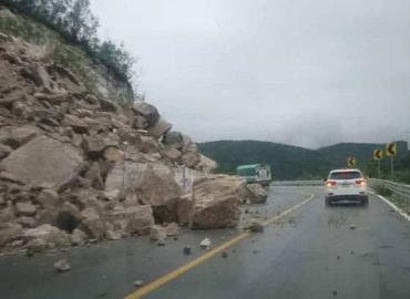 Caminos cerrados por fuertes lluvias