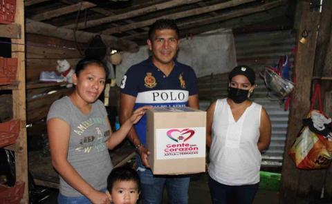 Alcalde llevó apoyo a zonas inundadas