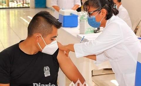 Continúan sedes de vacunación
