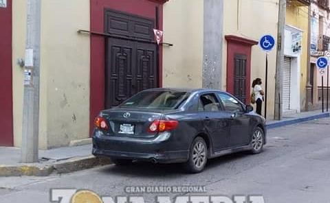 Vehículos mal estacionados