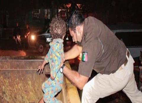 Menores migrantes rescatan en retenes