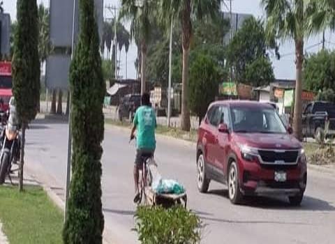 Ciclistas imprudentes en boulevard
