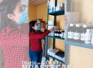 Farmacia atiende a los pobladores