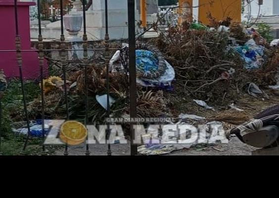 Repleto de basura panteón municipal