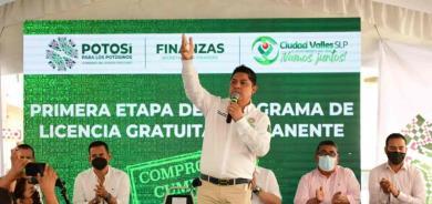 Entrega 'gober' licencias gratuitas en Ciudad Valles