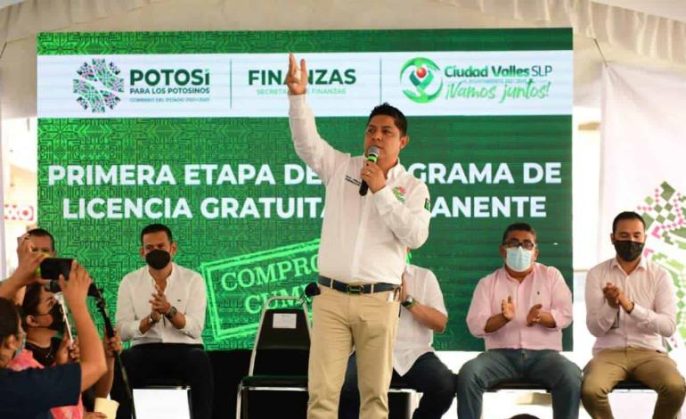 Entrega gober licencias gratuitas en Ciudad Valles