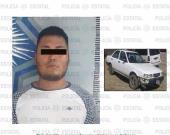 Detienen ´polis´ Jonathan por tripular auto con placas sobrepuestas
